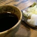 因業屋 - 汁と薬味(辛味大根・山葵・葱)