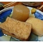 久米 - おでん・・大根・はんぺん・揚げをいただきました。 上品なお味付なのですが、具材にしっかりお味が染みています. おでんが美味しい季節になりましたね。