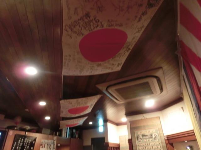 Bar 高橋 - 天井には日章旗がたなびいているのであります!