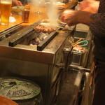 炭火焼鳥 そかろ - 名古屋コーチンなどが炭火で丁寧に焼かれてゆきます。