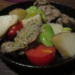 SALVATORE CUOMO & BAR - 砂肝とじゃがいものアツアツ鉄板焼き ~ガーリックバターソース~ ¥500-