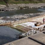 杉ケ瀬ヤナ - 2014.10 川の流れを半分変えてヤナを設置