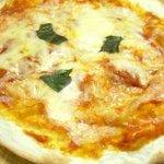 モルト・ヴォーノ - 料理写真:モッツァレラチーズとフレッシュトマトを使った不滅の人気ピザ マルゲリータ