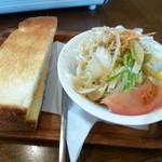 ウイシュボン - 料理写真:2014.10 モーニングサービスはトースト1枚分とたっぷりのサラダ。