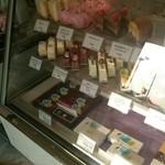 31723553 - 「生チョコレート」などのケーキがあります。