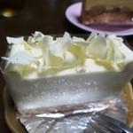 洋菓子舗 茂右衛門 - ジャガイモのショートケーキ