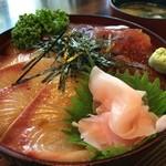 31729150 - まぐろ&ハマチ漬け丼(1,030円)