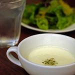 バール ズマッチーノ - セットのスープとサラダ