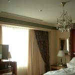 31735662 - ベッドルームは角部屋だったので窓が明るく広くて快適~。ドレッサーも置いてあります。