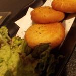 全席個室居酒屋 若の台所~こだわり野菜~ - カマンベールポテもちバター・549円