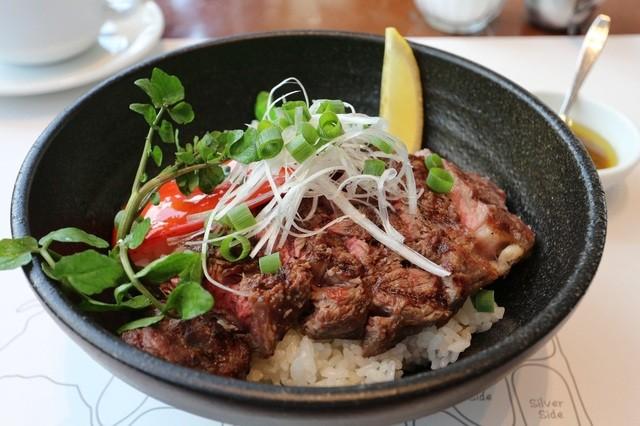 37 Steakhouse & Bar - ステーキ丼 1650円。