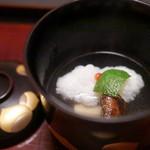 ふきあげ - 蓋の蒔絵の金粉が分厚い。お椀は鱧と松茸。