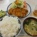 きさらぎ亭 - とんかつ定食(ソースなし) 870円