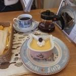 ダヤンカフェ - ダヤン型ココットのプリン300円とコーヒー350円