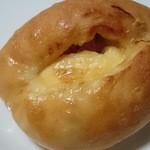 パンの国 - チーズフランスパン 140円
