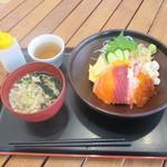 うめもり亭 - 料理写真:贅沢海鮮丼 ミニそば 1150円