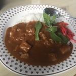 やま食堂 - 料理写真:カレーライス 量は少なめ。紅生姜とアイスプラントが付け合わせ。たまらんですな( ´ ▽ ` )ノ