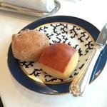 31744965 - くるみといちじくのパン・ミルクパン