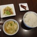 ミニ野菜炒め、ライス、スープ、お新香