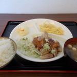 お肉の産直 ヴィラ工房 - お肉の産直 ヴィラ工房 ポークステーキ定食 500円