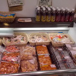 お肉の産直 ヴィラ工房 - お肉の産直 ヴィラ工房 売店側店内2