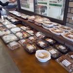 お肉の産直 ヴィラ工房 - お肉の産直 ヴィラ工房 売店側店内お弁当売り場