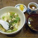 大福屋 - 「美濃姫丼」と味噌汁。