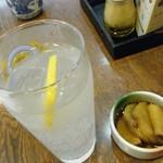 大福屋 - レモンハイとともに。お通しの山芋(?)も美味。