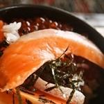 喰い処 鮭番屋 - 鮭の親子丼の時鮭は脂が乗りまくり