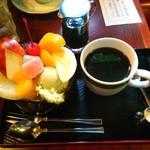 31756978 - クリームあんみつ②コーヒーつきは710円。ボリュームいっぱい!                       コーヒーにも合う♪