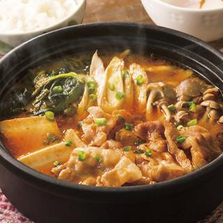 野菜と豚肉のピリ辛チゲ~半熟たまご添え(ごはんつき)