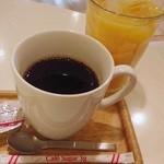 カフェ・マスミヤ - ホットコーヒーとオレンジジュース