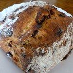 パンの店 PANETON - ぶどう酵母 カレンズと胡桃のパン 330円