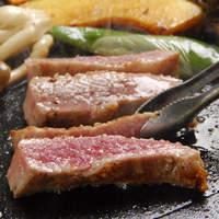 イベリコ豚おんどる焼 裏渋屋 - どんぐりの林での放牧で育ったイベリコ豚はレアで召し上がれます。
