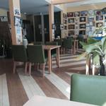 凡ライス店 - 公立八鹿病院内のレストラン。観葉植物あり。癒やされる。