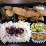 せんぱいの店 - 焼き鮭弁当(500円)