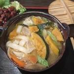 ほうとう松木坂 - かぼちゃほうとうともつ煮。