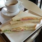 サンマルクカフェ - ハムチーズ&タマゴポテトサンド300円