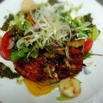 アンベルテンポ - 金目鯛とホタテと色々野菜、フルーツのサラダ仕立て(こちらは先日行われた宴会のシェフおまかせコースの内容です)byお店