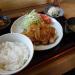 わらしべちょー茶 - 生姜焼き定食の別角度