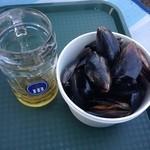 31778201 - ムール貝とビール