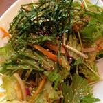 焼肉ホルモン金龍 本店 - サラダ