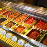 韓国家庭料理 済州 - キムチの量り売りもございます。