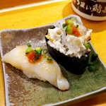 うまい鮨勘 - とらふぐ(¥475)コリコリで美味! 右は鉄皮軍艦(¥183)
