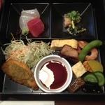 肴 - 松花堂風肴弁当(980円)おかずたち