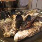 かき小屋 恵比寿 - 蒸し牡蠣・ムール貝(お通し)