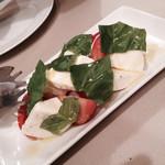 ミリオンダラー カフェ - 前菜3種のうちのひとつ(カプレーゼ)