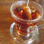 バグダッドカフェ - ホットティーはカップがしゃれてます