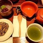 3180879 - 美味しいお茶と、お菓子。