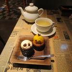 31801427 - デミタスカップ・ケーキ:ジャック・オ・ランタン&ガイコツ・バニラとイングリッシュ・ティーショップのオーガニック・ティー:レモングラス ジンジャー&シトラス
